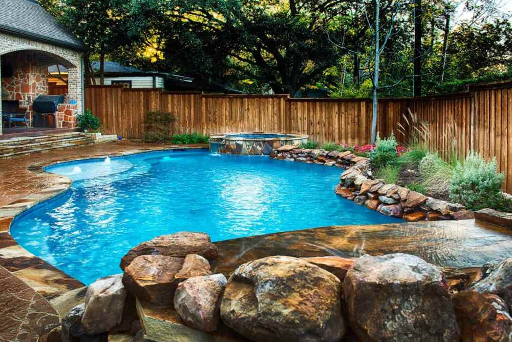 Freeform Pool Design with Natural Hues